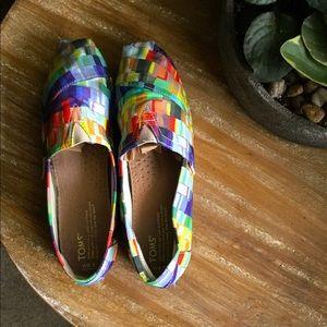 Toms multi-colored print shoe.